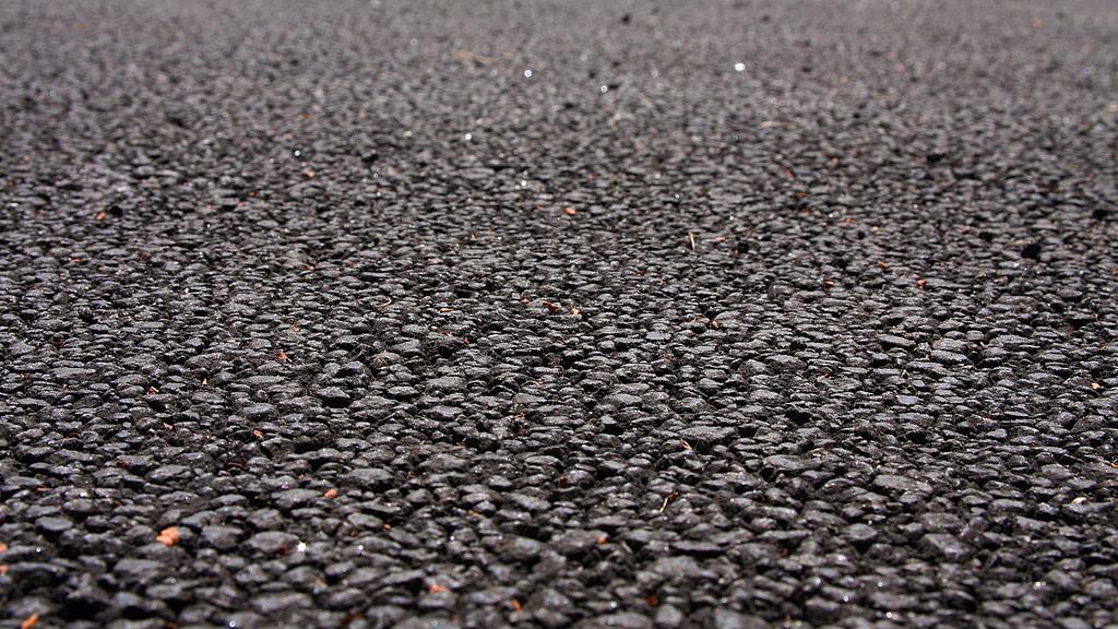 Le pavimentazioni di asfalto poroso sono una tecnologia di sviluppo a basso impatto multifunzionale che integra obiettivi ecologici e ambientali.