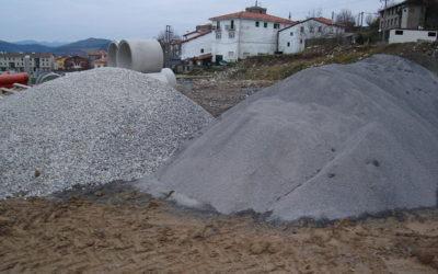 Diversi tipi e dimensioni di aggregati per calcestruzzo